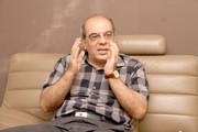 کنایه عباس عبدی به کدخدایی | ۴۰ سال گذشته کی مردم را قانع کردهاید که از اقناع آنها حرف میزنید؟