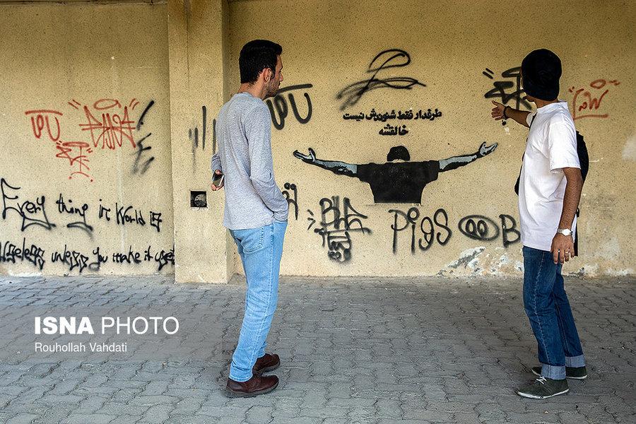 وجود گرافیتیهای زیاد در شهرک اکباتان، این مکان را از سایر نقاط شهر متمایز کرده است.