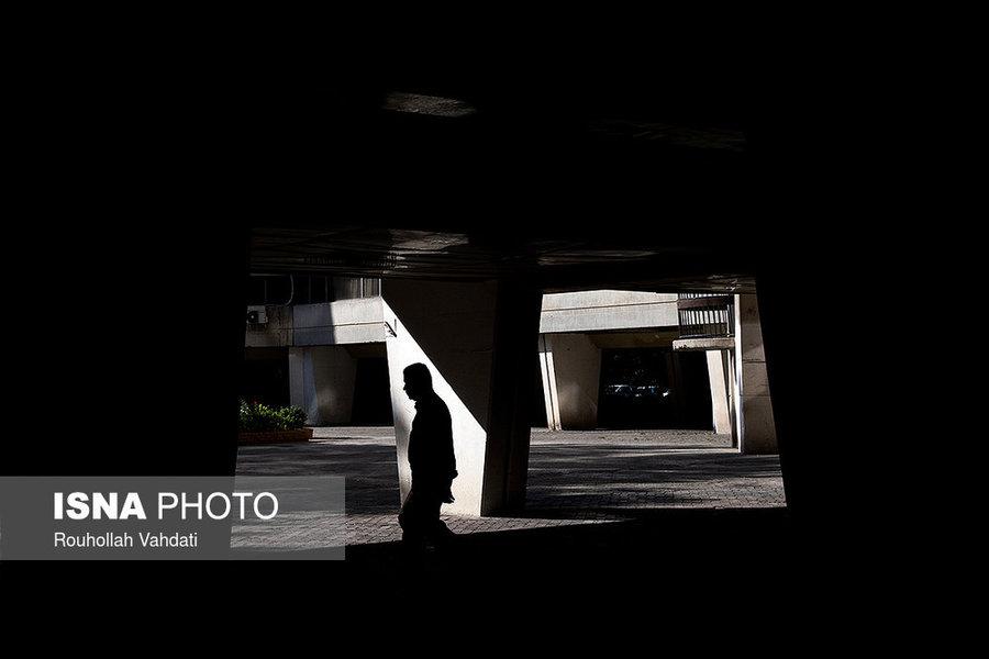 طبقه همکف بلوکهای فاز ۱ شهرک اکباتان که ساکنان از طریق آنها میتوانند به بلوکهای همجوار بروند، راهروهایی را شکل داده که در بسیاری از فیلمها و سریالهای ایرانیِ نیم قرن اخیر به عنوان محل فیلمبرداری استفاده شده است.
