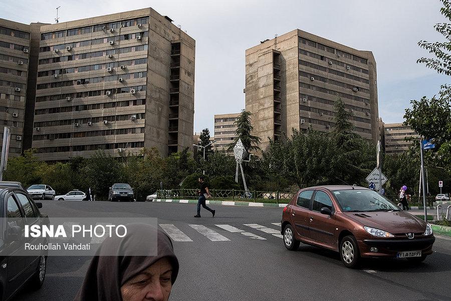 میدان شهید صارمی در شرق فاز ۲ شهرک اکباتان قرار گرفته است.