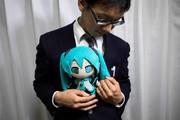 ازدواج مرد ژاپنی با عروسکش