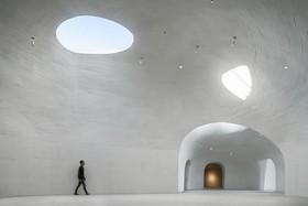 این موزه در شن دفن شده است