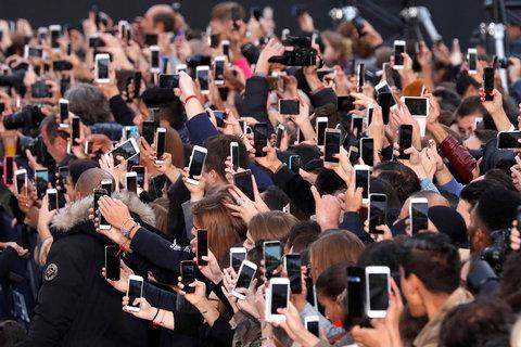 کجا که نیستند موبایلها