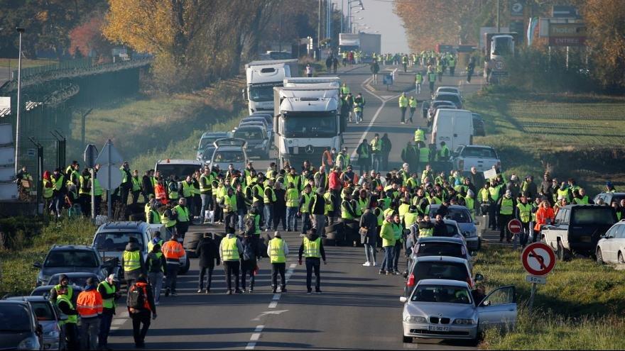 جلیقه زردها در بزرگراههای فرانسه