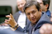 همتی: بانک مرکزی بر بازار ارز مسلط است