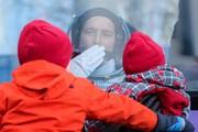 عکس روز: وداع فضانورد با فرزندانش