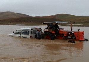 نجات زوج مهابادی از سیلاب