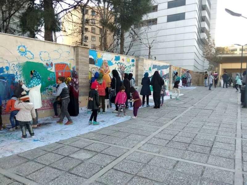 رویای کودکان کار بر روی دیوار خیابانی در شیراز ترسیم شد