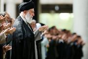 رهبر انقلاب بر پیکر آیتالله هاشمیشاهرودی نماز اقامه میکنند