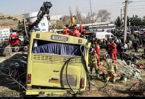 سانحه واژگوني اتوبوس دانشجويان واحد علوم و تحقيقات