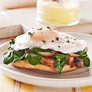 آشنایی با روش تهیه بندیکت تخم مرغ با قارچ و اسفناج