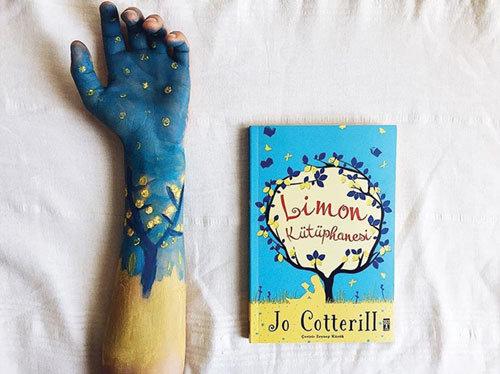دستهای رنگی