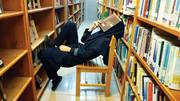در کتابخانه خوش میگذرانم