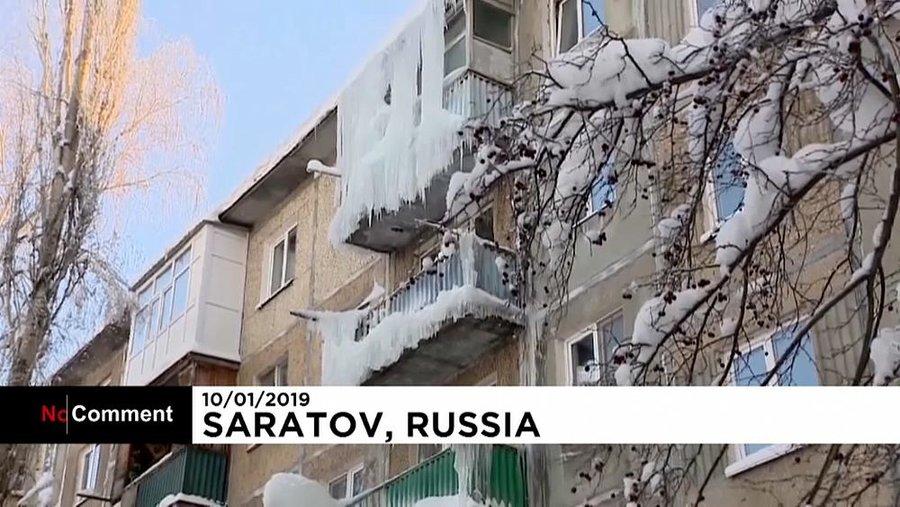 خانههای قندیل بسته از سرما در روسیه