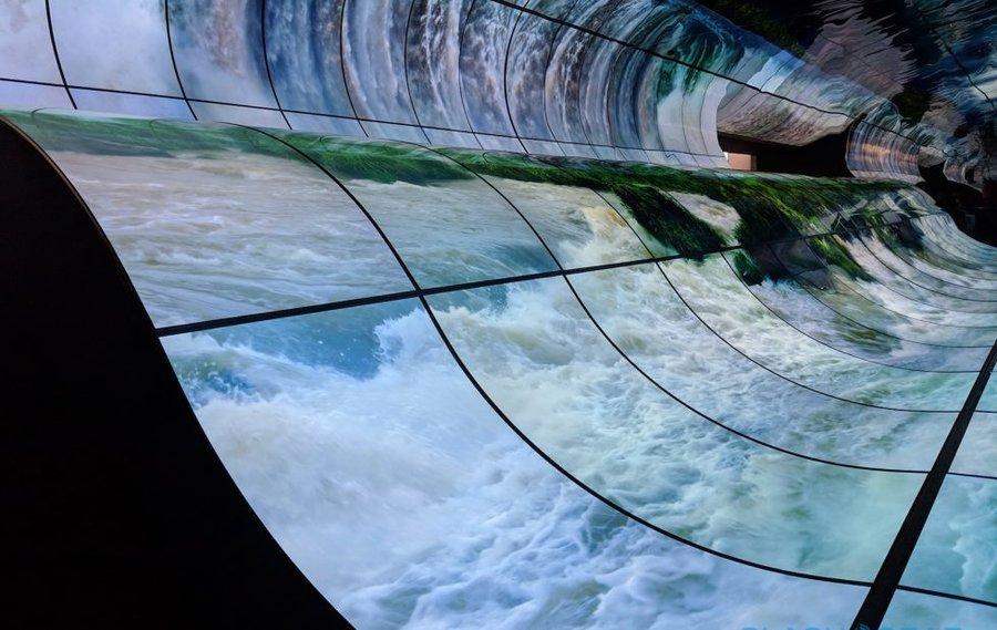OLED Falls