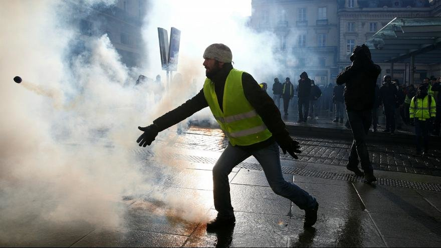 تظاهرات جليقه زردها در فرانسه