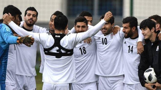 لحظه شماری آسیاییها برای تماشای بازی ایران و ژاپن