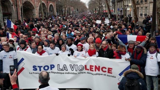تظاهرات شال قرمزها در پاريس
