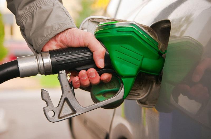 قیمت بنزین در سال ۹۸ به تصمیمگیری مجلس بستگی دارد