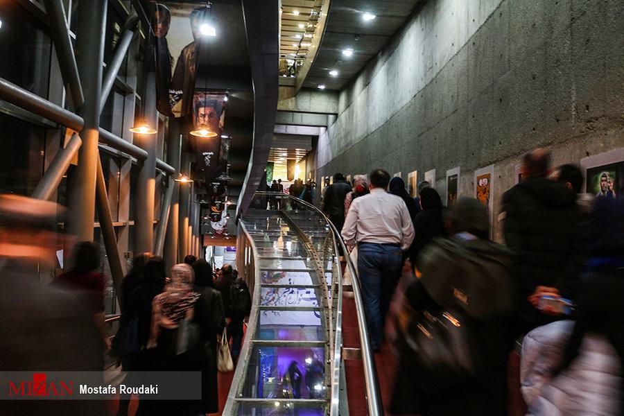 جنجال در کاخ رسانه جشنواره فیلم فجر/اعتراض گسترده خبرنگاران به برخورد علی مصفا و اجرای محمود گبرلو