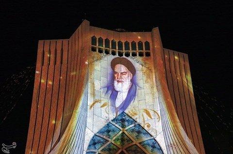 اجرای ویدئو مپیگ به مناسبت پیروزی انقلاب اسلامی در برج آزادی