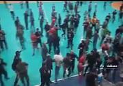 جزئیات درگیری در لیگ برتر هندبال | کتک کاری، گاز اشک آور و ۸ مصدوم