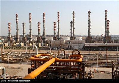 ظرفیت دریافت خوراک 120 هزار بشکه در روز را دارد و با در مدار قرار گرفتن فاز 3 این پالایشگاه، میعانات گازی ستاره خلیج فارس قادر خواهد بود روزانه تا 45 میلیون لیتر بنزین یورو5، 12 میلیون لیتر نفتِگاز، 3 میلیون لیتر گاز مایع و 2 میلیون لیتر سوخت جت تولید کند.