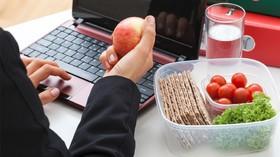 آشنایی با شیوههای تغذیه مناسب در محیط کار