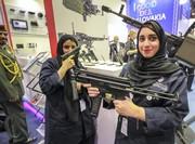 عکس روز: یادگاری با تفنگ