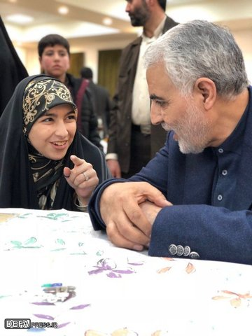 تصاویر / حاج «قاسم» در حلقه فرزندان شهدای مدافع حرم مازندران