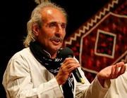 ایرج رحمانپور در تالار وحدت آواز میخواند