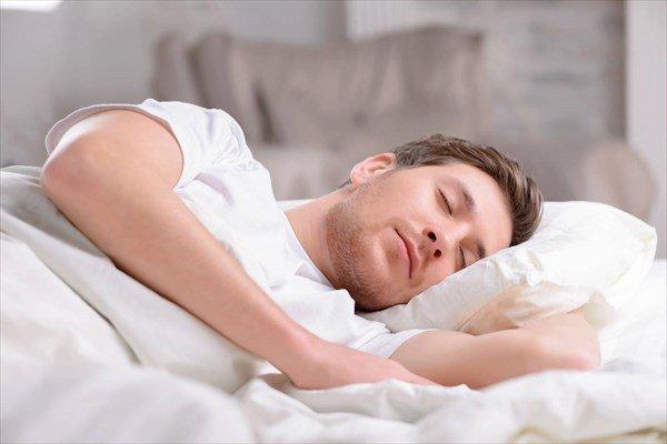 دلایلی که سبب اختلال خواب میشود/ ۲۴ درصد مردان مبتلا به خروپف