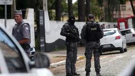 برزیل | دو نوجوان دانشآموزان یک مدرسه را به رگبار گلوله بستند