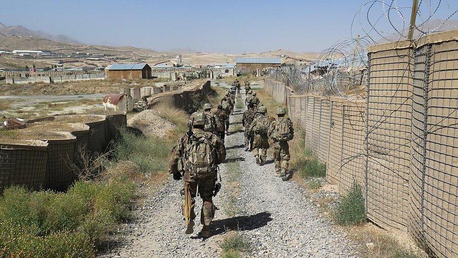 دستکم پنچ سرباز ارتش افغانستان در حمله هوایی آمریکا کشته شدند