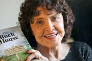۶۳ سال تلاش و انتظار پیرزن ۹۶ ساله برای انتشار کتاب