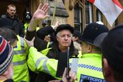 جلیقه زردها به دفتر دادستان کل کشور انگلیس حمله کردند