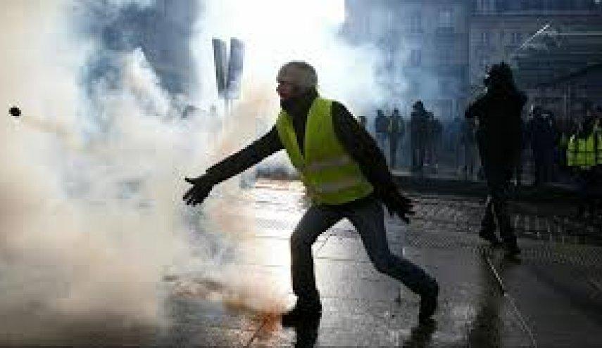 """نخستین """"راهپیمایی شبانه"""" جلیقه زردها/ ممنوع شدن تجمع در شانزلیزه"""