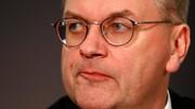 هدایای غیرمعمول | رئیس فدراسیون فوتبال آلمان مجبور به استعفاء شد