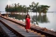 عکس روز | دختر خوزستان در سیل بامدژ
