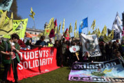 تظاهرات فعالان محیط زیست در لندن به خشونت کشیده شد