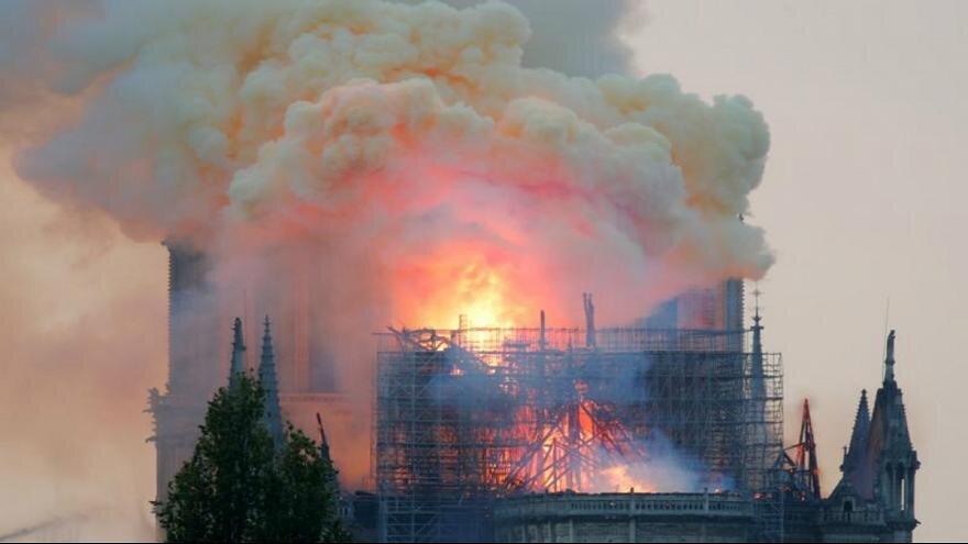آتش سوزي کلیسای نوتردام