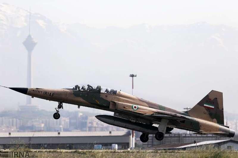 جنگنده ایرانی کوثر نمایش هوایی اجرا کرد