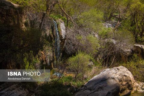 یکی از آبشار های فرعی تنگ بُراق