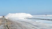 اجازه برداشت شورابه صنعتی از دریاچه نمک قم را نمیدهیم