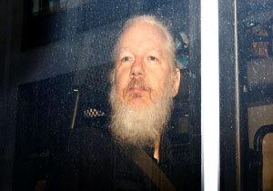 مخالفت آسانژ با استردادش به آمریکا در دادگاه لندن