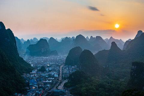 چین - شهری میان کوهها