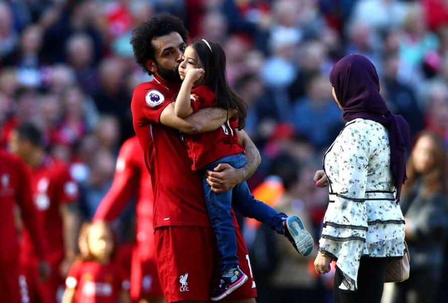 صلاح و همسر محجبهاش در مستطیل آنفیلد+تصاویر