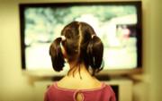 کودکانی که زیاد تلویزیون تماشا میکنند خواب کمتری دارند