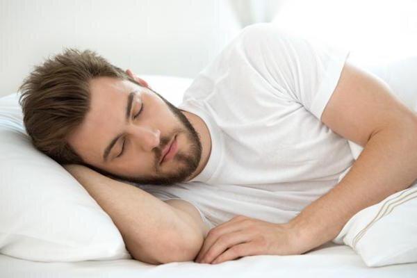 چرا خوابیدن در تاریکی توصیه میشود؟