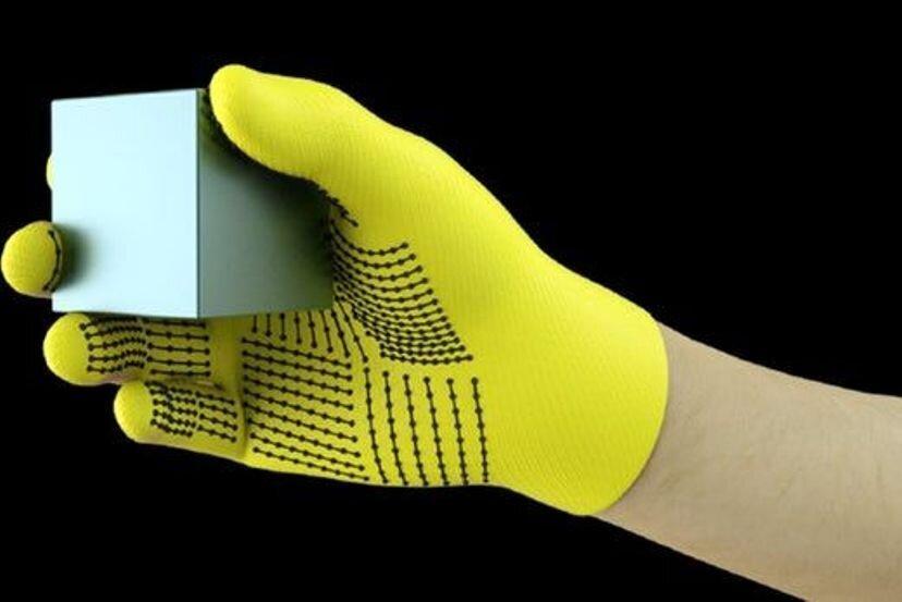 تشخیص اشیا از طریق لمس با دستکش هوشمند